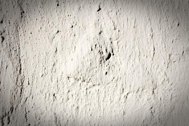 ilustrasi warna broken white dari tembok yang sudah berumur